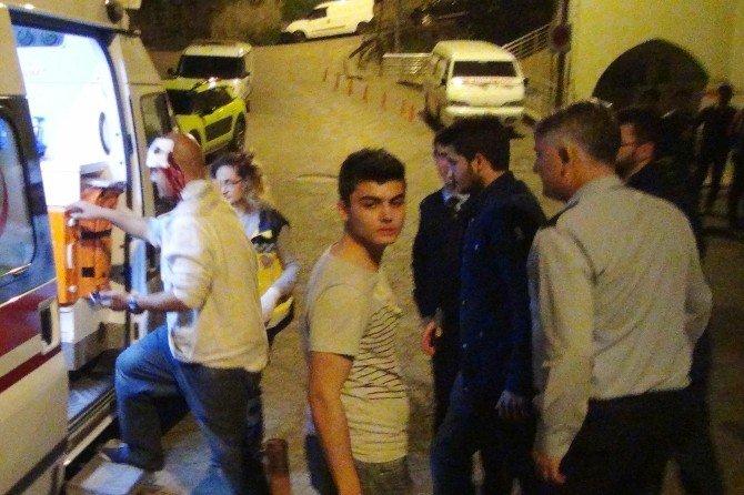 20 Kişi Birbirine Girdi, Araya Giren Esnaf Ayıramadı