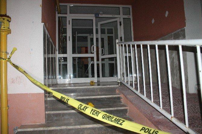 Komşuların Gürültü Kavgasında Satır Ve Silahlar Konuştu: 1 Ölü, 5 Yaralı