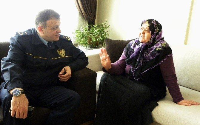 Kaymakam Çakmak, Şehit Ailelerini Yalnız Bırakmadı