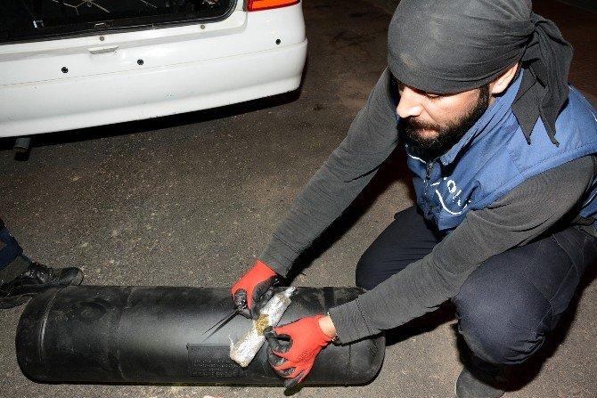 Otomobilin LPG Tankından 30 Kilo Esrar Çıktı
