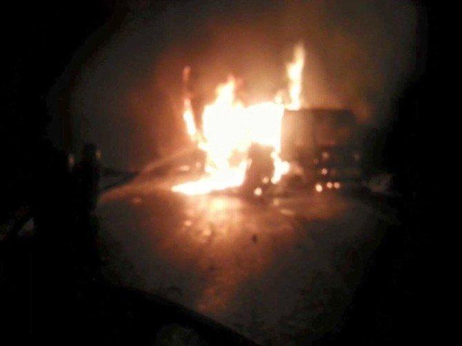 İdil'de Yol Kesen Teröristler, 3 Tır'ı Ateşe Verdi