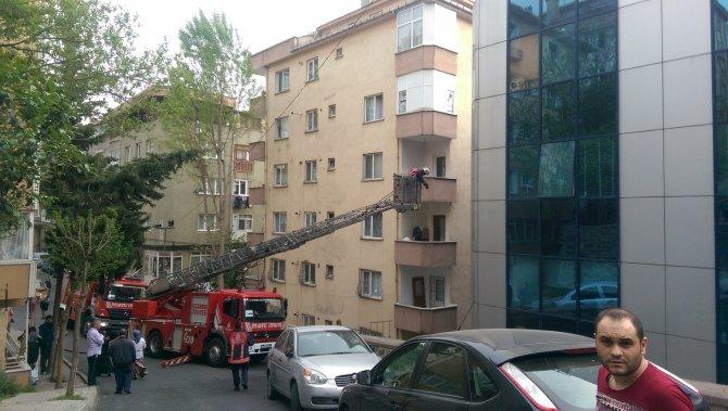 Plazada çıkan yangın paniğe yol açtı