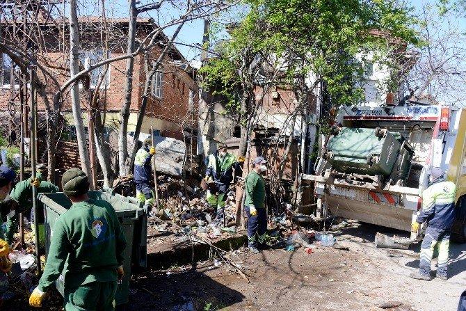 Tuzla Belediyesi, Çöp Evden 8 Kamyon Çöp Çıkardı