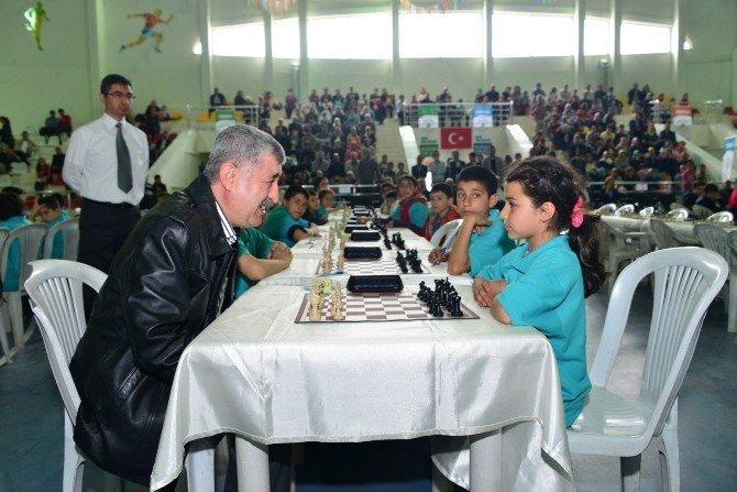 2.yeşilyurt Ulusal Satranç Şenliği Başkan Polat'ın İlk Hamlesiyle Başladı