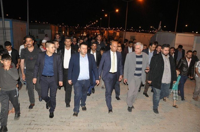 AK Partili Gençler Regaib Kandilini Konteynır Kentte İdrak Etti