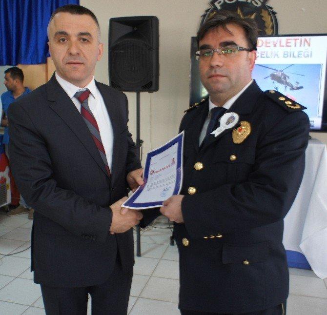 Polisler Başarı Belgesiyle Ödüllendirildi