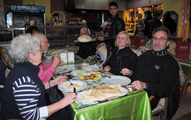 Yerleşik yabancılar kaynaşma yemeğinde buluştu
