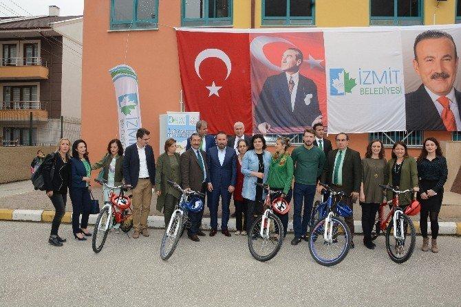 İzmit'te Bisiklet Dağıtımları Devam Ediyor