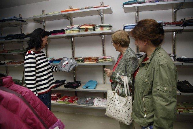 CHP'li Kadınlardan Halk Market'e Yardım