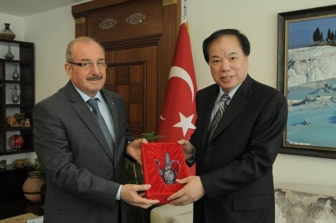 Çinli Başkonsolos'tan Denizli Valisi'ne Ziyaret