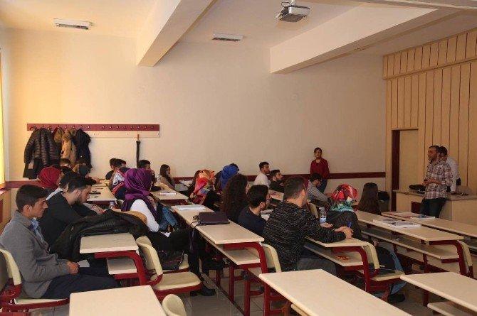 """Atatürk Üniversitesi Öğrencileri Umut Işığı Olma Yolunda """"Çaresiz Se Çare"""" Sensin Dedi"""