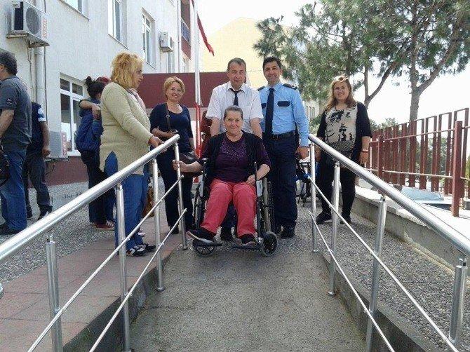 Ayvalık'ta Engellilerden Polise Anlamlı Ziyaret