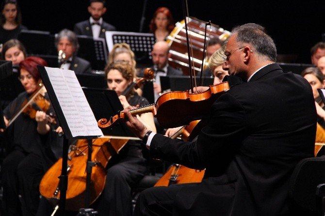 Senfoni Orkestrası Çanakkale Şehitleri İçin Konser Verdi