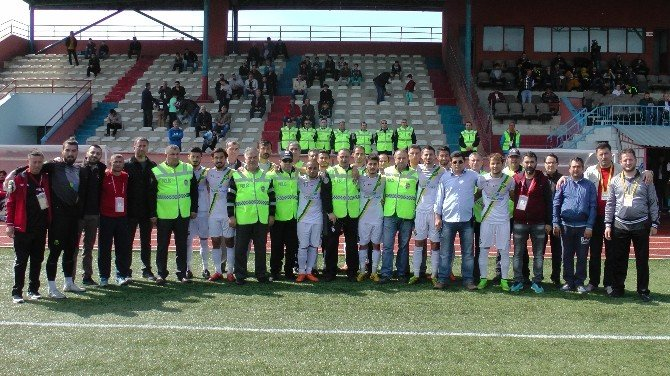 Futbolcular Polis Haftasını Sahada Kutladılar