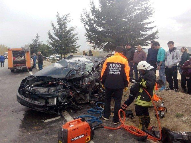 Yolcu Otobüsü İle Otomobil Çarpıştı: 39 Yaralı, 1 Ölü