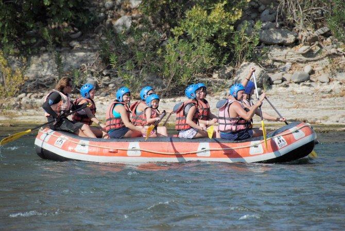 Köprülü Kanyon'da Avrupalı turistlerin rafting sezonu başladı