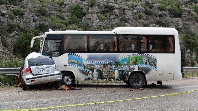 Mersin'de Otomobil İle Yolcu Otobüsü Çarpıştı: 2 Ölü, 5 Yaralı