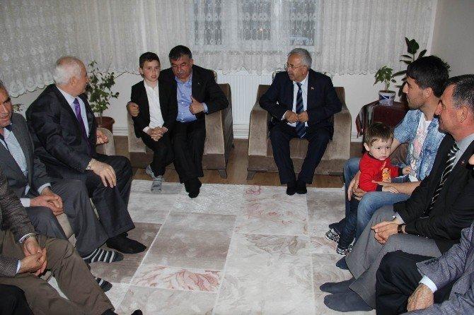 Milli Savunma Bakanı Yılmaz, Yüksekova Gazisini Ziyaret Etti