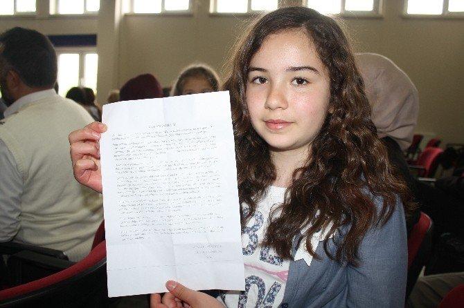 Polis Kızının Duygulandıran Kompozisyonu Törene Damgasını Vurdu