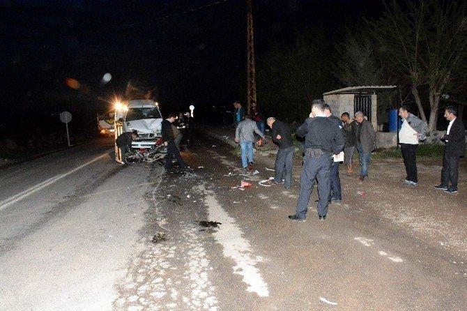 Motosiklet İle Otomobil Çarpıştı: 2 Yaralı