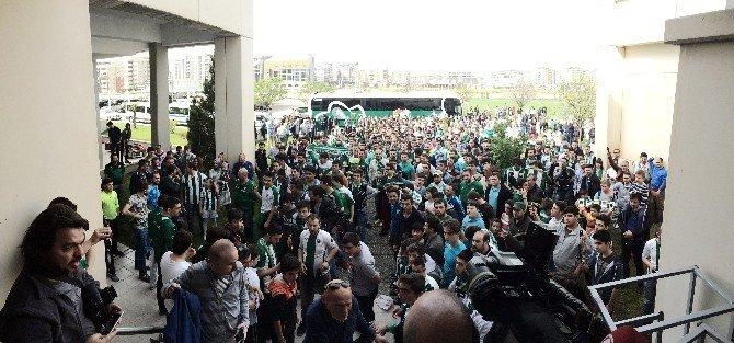 Bursaspor İstanbul'a Meşalelerle Uğurlandı
