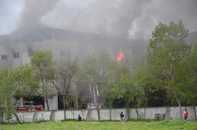 Fabrikadan Yükselen Alevler Korkuya Neden Oldu