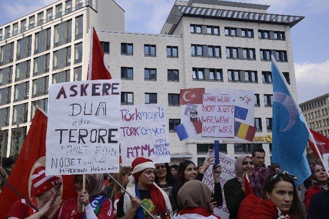 Almanya Genelinde 'Teröre Lanet' Mitingleri Yapıldı