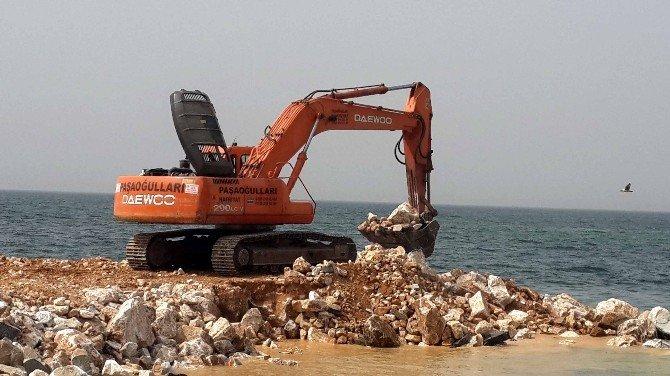 Çınarcık'ta Deniz Dolgu Çalışması Hızla Devam Ediyor