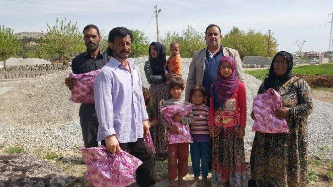 Yamanspor Kulübü, Suriyeli Ailelere Giyim Yardımı Yaptı