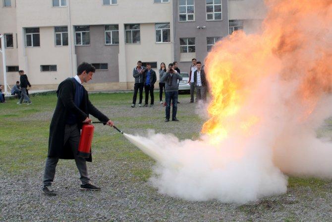 Öğrenciler, yangını nasıl söndüreceklerini öğrendi