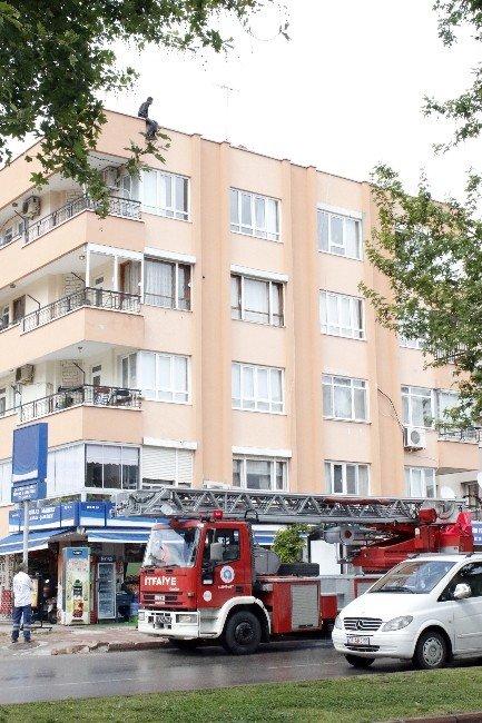 Antalya'da 5 Katlı Binanın Çatısında İntihar Teşebbüsü