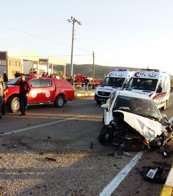 Antalya'da Trafik Kazası: 2 Ölü, 5 Yaralı