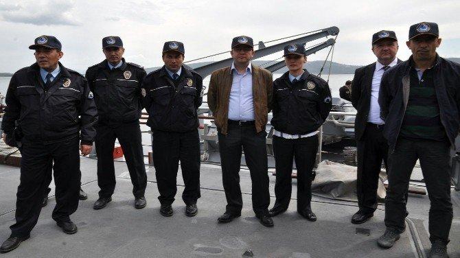 Polisler Mayın Gemisini İnceledi