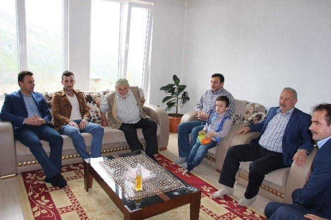 """Trabzonlu Gazi'ye Evinde """"Geçmiş Olsun"""" Ziyareti"""
