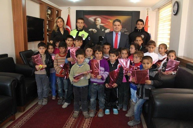Çaldıran'da Polis Haftası Etkinlikleri