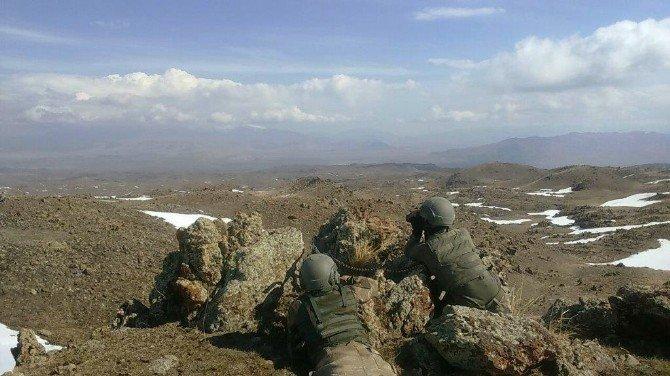 Jandarma Özel Harekat Dondurucu Soğuk Dinlemiyor