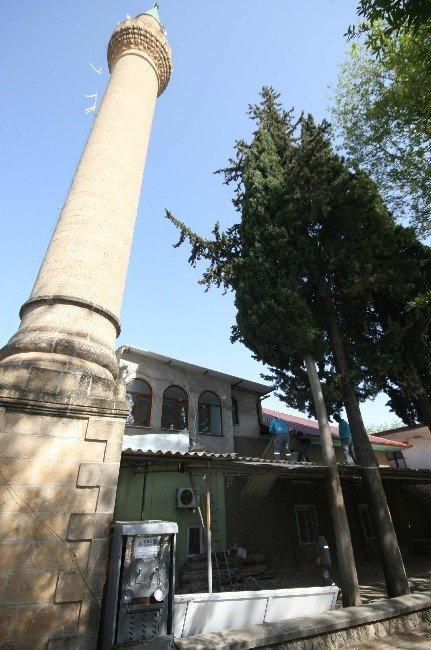 Döşemealtı Belediyesi Tarihi Camiyi Yeniliyor