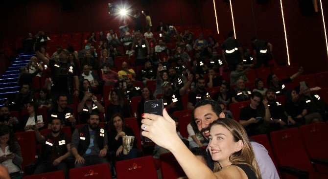 'Kız Kaçıran' Oyuncularına Forum Magnesia'da Yoğun İlgi