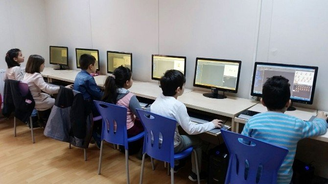 'Klavyenin Kahramanları' Bilgisayarın Gizemli Dünyasına Giriş Yaptı
