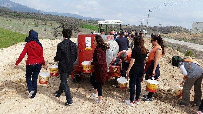Gediz Organize Sanayi Bölgesi'ne Öğrencilerden 500 Ağaç Fidanı