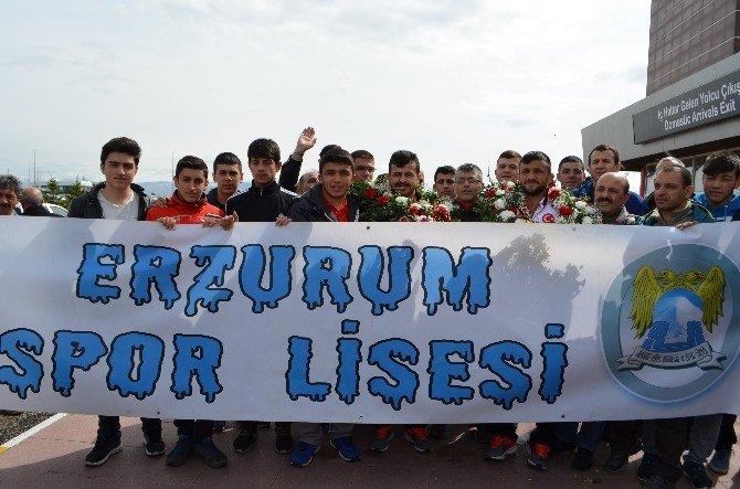 Avrupa Fatihlerine Coşkulu Karşılma