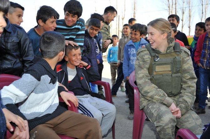 Yüksekovalı çocuklar, askerlerle birlikte eğlendi
