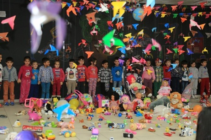 Erzurum İnönü İlköğretim Okulu Öğrencileri Savaş Ve Terör Mağduru Çocukları Andı