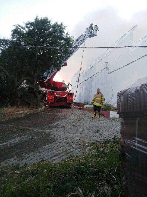 Urla Cezaevi'nde Yangın Çıktı, 56 Mahkum Nakledildi