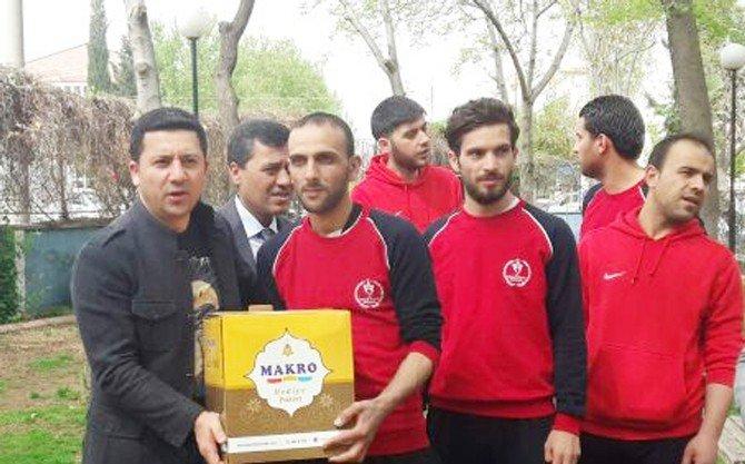 250 Suriyeli Sporcuya Yardım Paketi