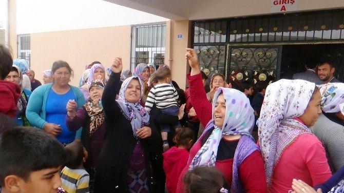 Çocuklarının Suriyeli Çocuklarla Aynı Okulda Eğitim Görmesini İstemeyen Veliler Eylem Yaptı