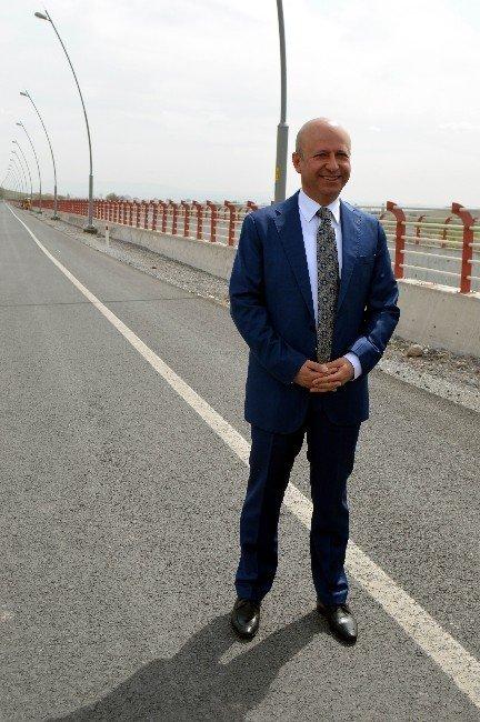 Başkan Çolakbayrakdar Brifingle Projelerini Anlattı