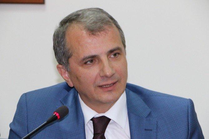 """SAÜ Öğretim Üyesi Prof.dr. Musa Akoğlu'na """"Yılın Hekimi"""" Ödülü Verildi"""