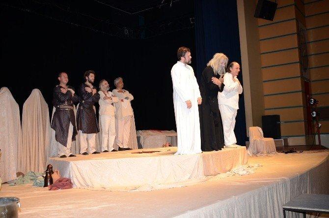 Pamukkale'de Aşkın Gözyaşları İsimli Tiyatroya Büyük İlgi