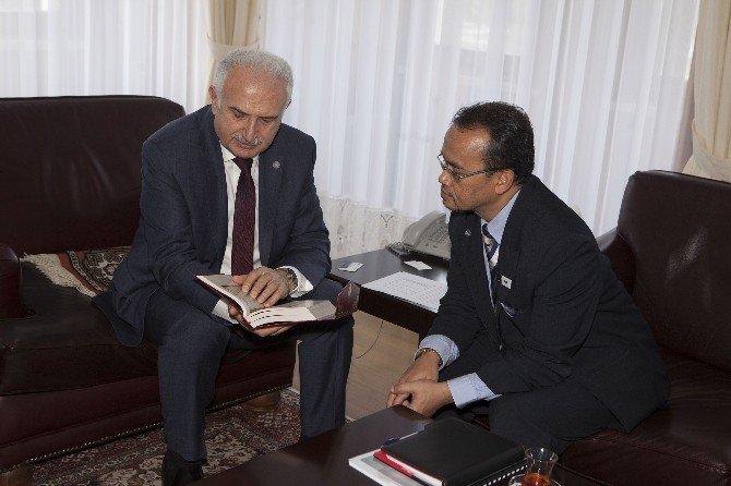 Malezya Saıns İslam Üniversitesi Rektörü Ve Beraberindeki Heyet, Rektör Koçak'ı Ziyaret Etti